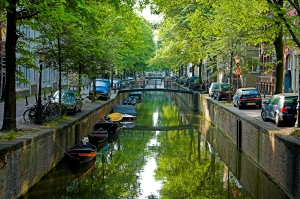 Amsterdam Canal - courtesy of Wikimedia Commons/Fabiekhan